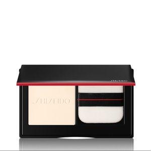 Shiseido SynchroSkin Invisible Silk Pressed Powder